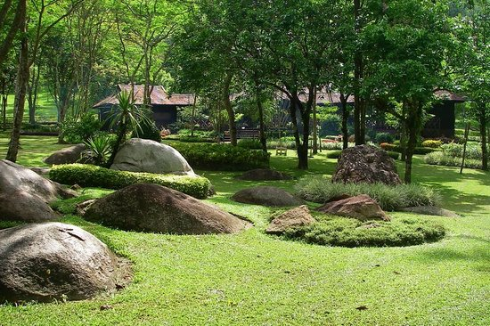 Lampang, Tailandia: Immaculate gardens