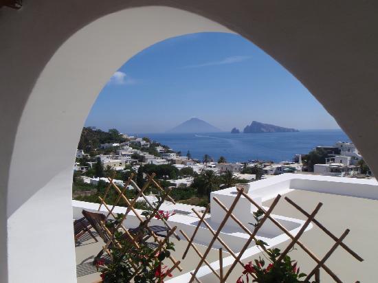 Hotel Raya: View to Stromboli
