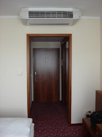 Austria Trend Hotel Europa Graz: Air condition of the room