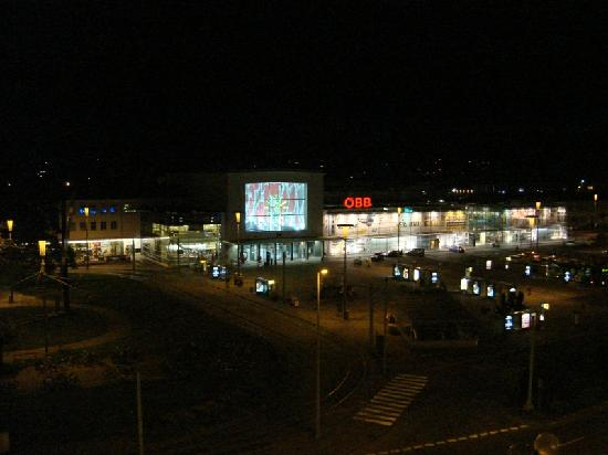 Austria Trend Hotel Europa Graz: A view from the room by night