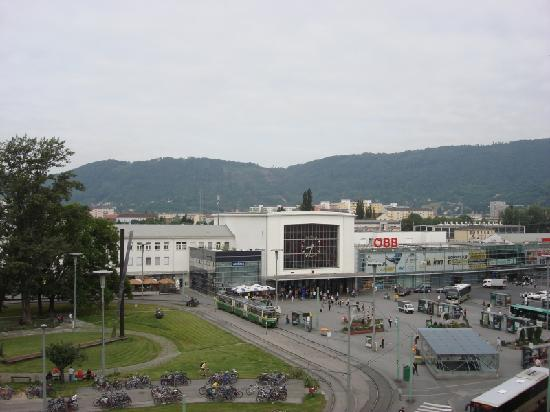 Austria Trend Hotel Europa Graz: A view of the room by day