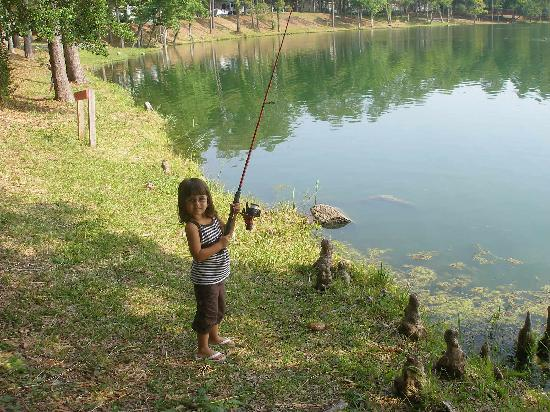Myrtle Beach Travel Park: nice lake for fishing