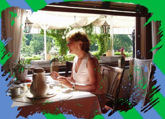 Rheinhotel: Frühstück am Rhein