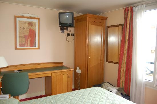 Hotel du Mont Dore: our room- clean, quiet