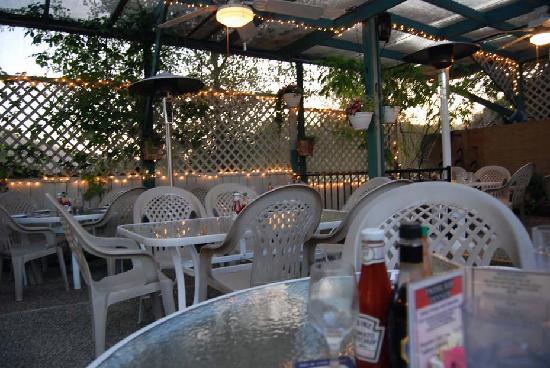 Crab Cakes Restaurant: Outdoor patio area