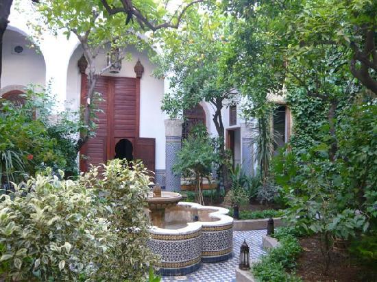 """Riad Louna: un des """"patios"""" du riad"""
