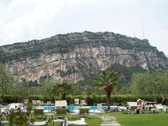 Albergo Garni Eden: viw from hotel garden