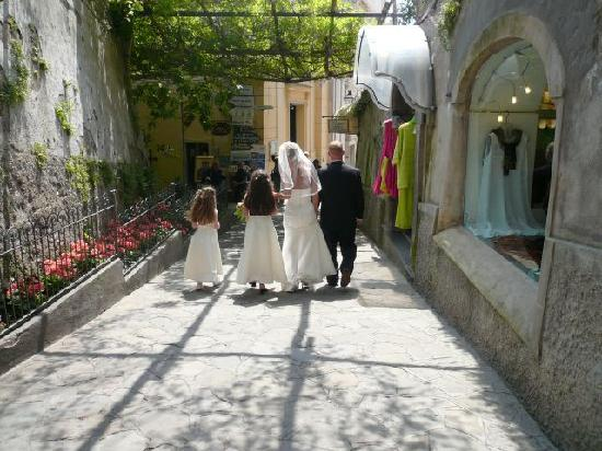 Ostello Brikette: Walking thru Positano street to reception on beach on Wedding Day