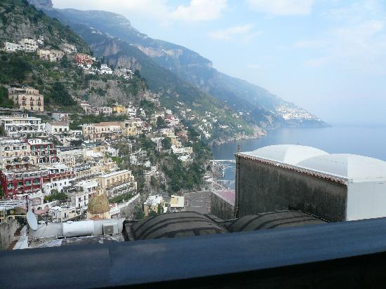 Ostello Brikette: View from my son's balcony in Positano!