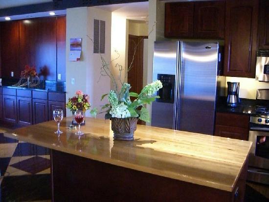 Michael s Swiss Inn: Kitchen