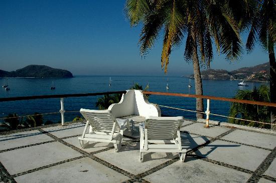 Catalina Beach Resort: Our deck view!
