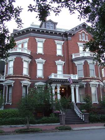 Cobblestone Tours : The Kehoe  House - One of the spooky sites seen on the tour.