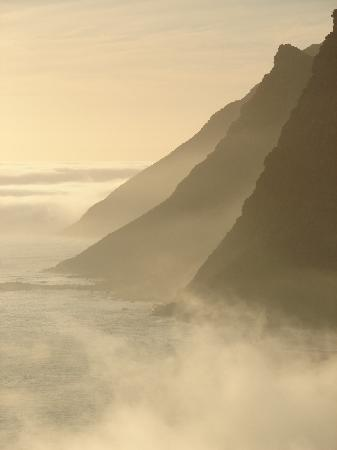 The Tarragon : Between sea and mountain. Entry to Hout Bay seen from Chapman's Peak Drive