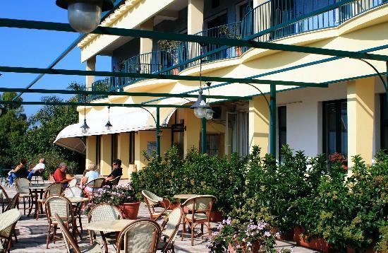 Hotel Eden Riviera: Eden Riviera, main veranda