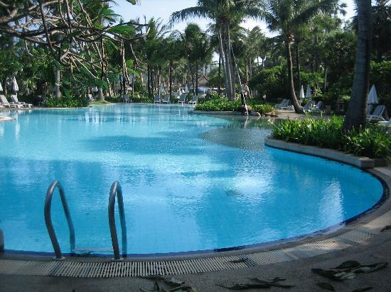 Thavorn Palm Beach Resort : Vue piscine