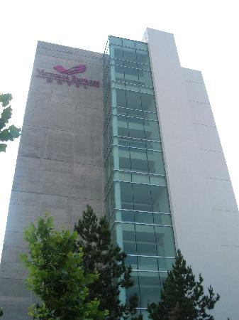 Victoria Ejecutivo Guadalajara: Hotel en el día
