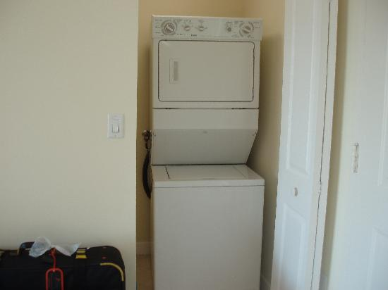 Shamrock Coral Gables: washer/dryer
