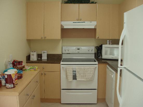 Shamrock Coral Gables: kitchen