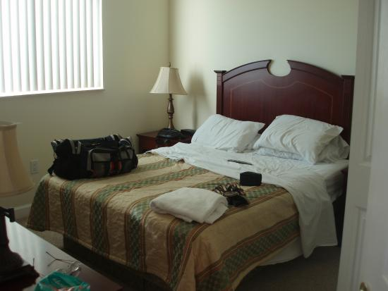 Shamrock Coral Gables: master bedroom