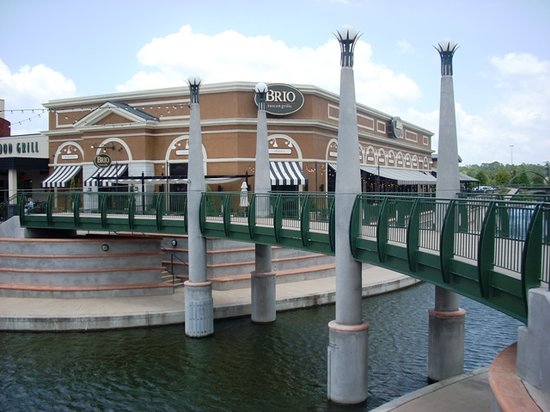 BRIO Tuscan Grille : View of restaurant sitting on the Woodlands Waterway