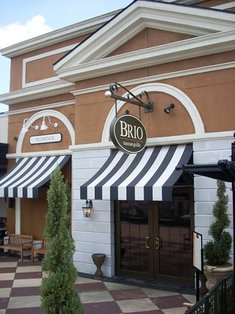 BRIO Tuscan Grille : Front Entrance from Exterior