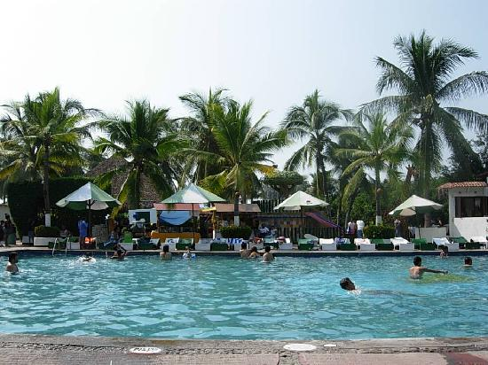 Hotel Vista Playa de Oro Manzanillo: View from the pool