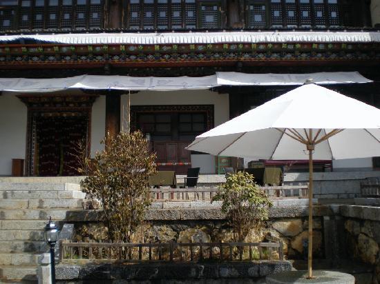 Songtsam Shangri-la (Lugu) Hotel: front courtyard