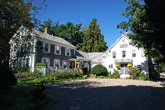 Isaiah Hall Bed And Breakfast Inn