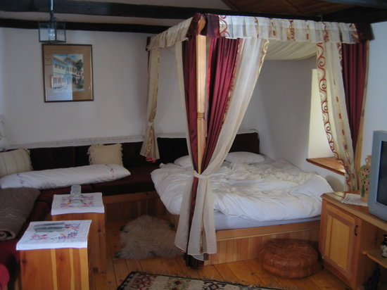 Bosnian National Monument Muslibegovic House Hotel: Our bedroom
