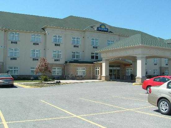 Days Inn - Orillia: Entrance