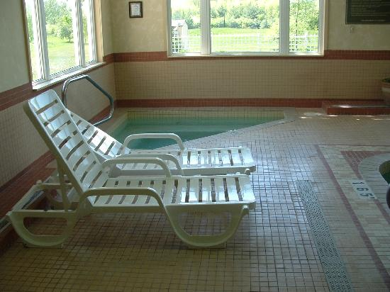 Days Inn - Orillia: Hot tub