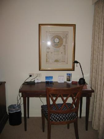 Crowne Plaza Norwest: The Desk