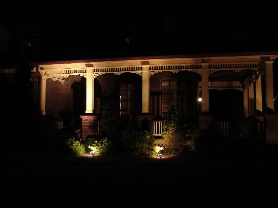 The Flagg Farmstead: Even after dark, this place is beautiful!