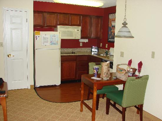 Kitchen room 220 - Picture of Residence Inn Lakeland, Lakeland ...