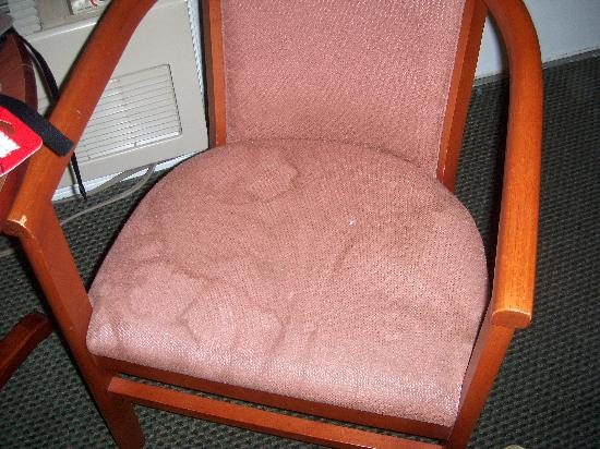 Alpha Inn & Suites: disguting chair