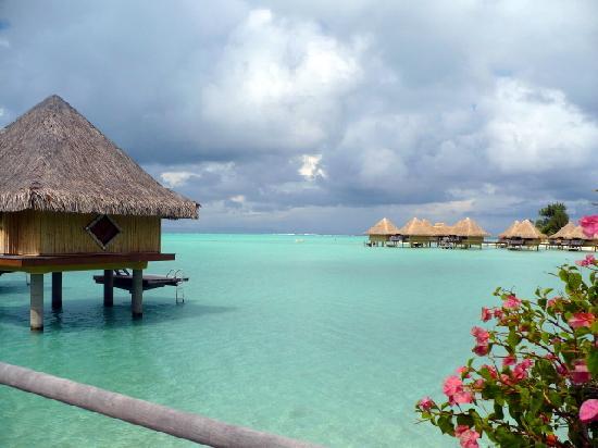 InterContinental Bora Bora Le Moana Resort: The beautiful water