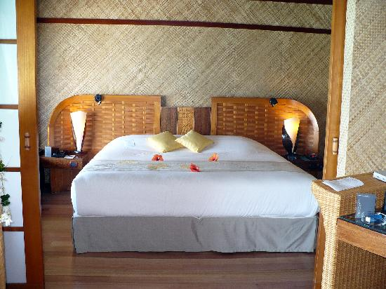 InterContinental Bora Bora Le Moana Resort: The bedroom