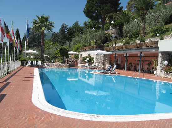 Hotel Villa Florida : Swimmingpool, im Hintergrund unsere Terrasse