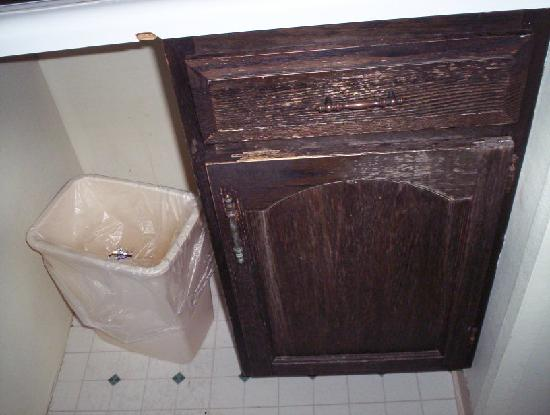 Carolina Resort Motel: kitchen sink cupboard