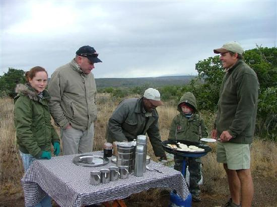 Kwandwe Private Game Reserve: Siya & Brandon our guides with Taryn-Maie and Tristan - Making Crumpets in the bush