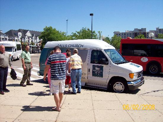 Homewood Suites by Hilton Falls Church: Van picking us up from metro
