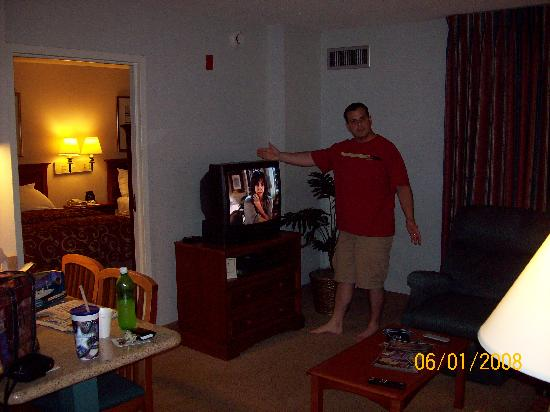 Homewood Suites by Hilton Falls Church: Husband likes 2nd TV!