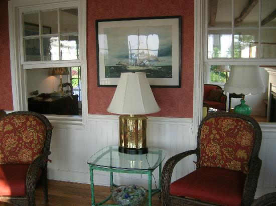 Lazy Jack Inn on Dogwood Harbor: Parlor