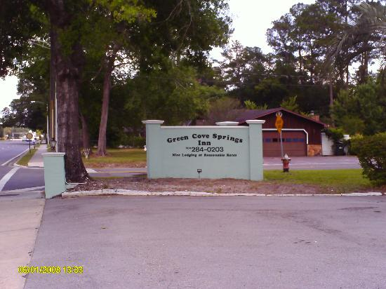 Green Cove Springs Inn sign