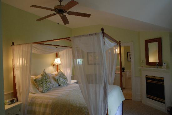 Carriage House Inn : Inside view of our room
