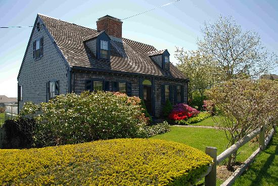 Carriage House Inn : Classic house in Chatham