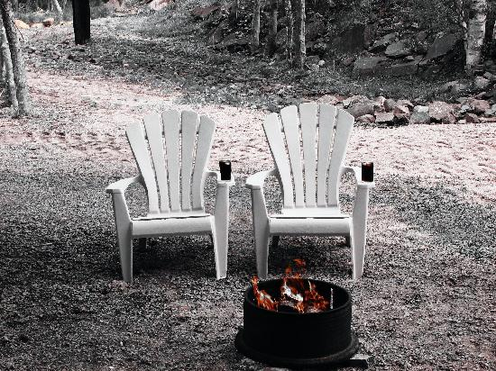 Mountain Top Cottages & Campground: Firepit