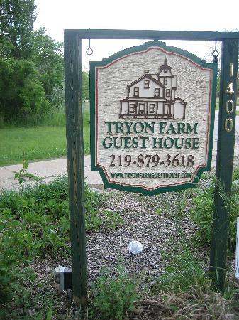 Tryon Farm Guest House B&B: Entrance Sign