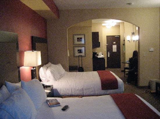 Holiday Inn Express Hotel & Suites Eugene: Room with 2 queens