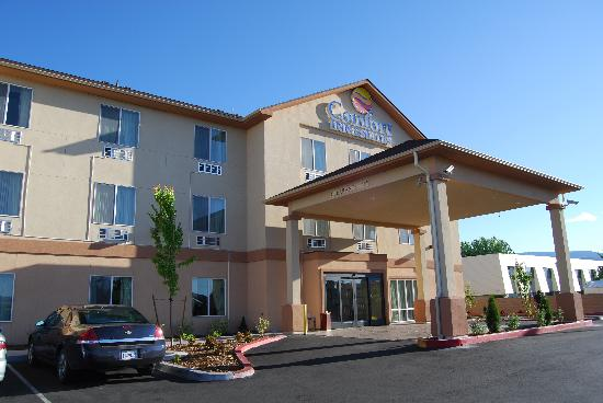 Comfort Inn & Suites Airport: hotel entrance